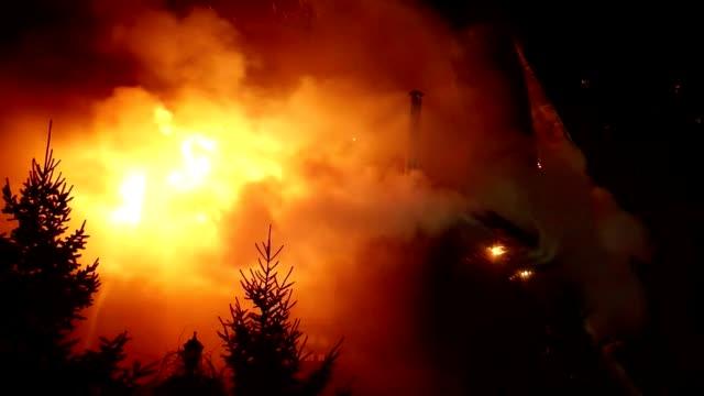 brand. blaze inferno storbrand och förbränning. - skog brand bildbanksvideor och videomaterial från bakom kulisserna