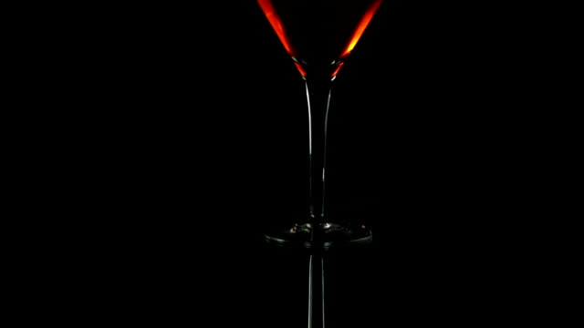 stockvideo's en b-roll-footage met fire blowing out of martini glass, slow motion - martiniglas