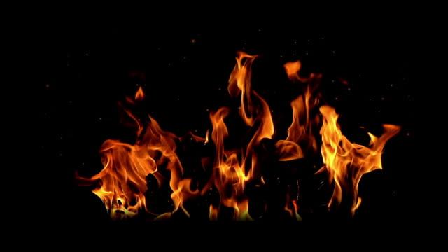 yangın yanma (arka plan ekle gibi bir karıştırma modu ile kaldırılabilir) - şenlik ateşi stok videoları ve detay görüntü çekimi