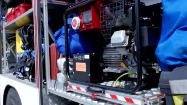 vídeos y material grabado en eventos de stock de equipos de bomberos - brigada
