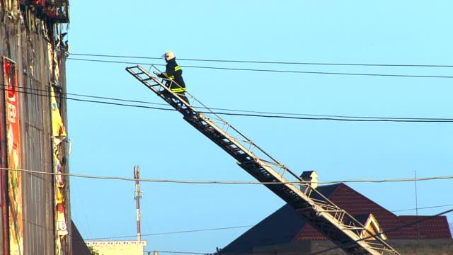 vídeos y material grabado en eventos de stock de contra incendios - diez segundos o más