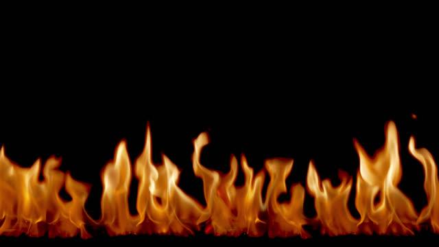 vídeos de stock e filmes b-roll de fire flames - inflamável