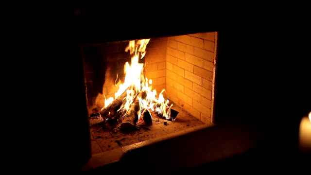 vídeos y material grabado en eventos de stock de fuego de chimenea - sparks