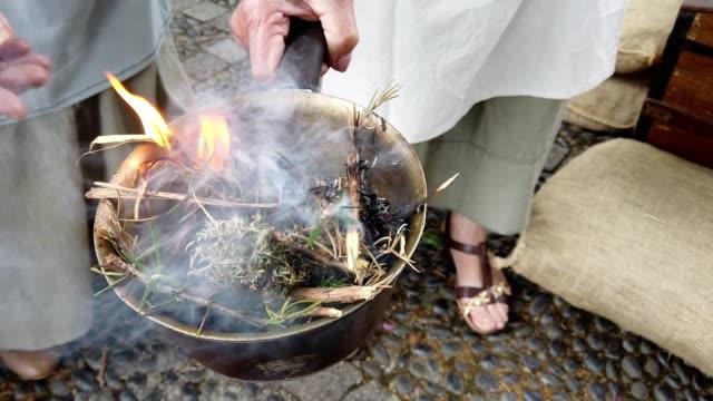 vídeos de stock e filmes b-roll de fire incense burning during medieval market in machico - ilha da madeira