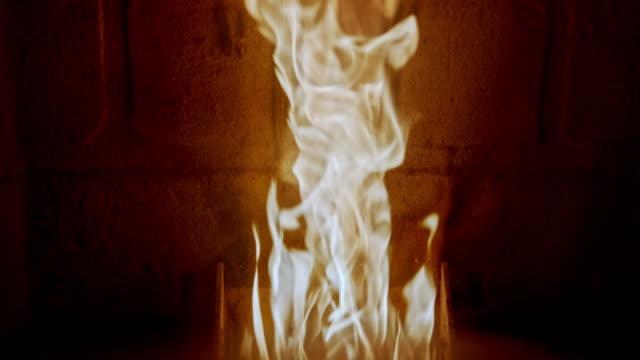 fire inside pellet fireplace stove. - биомасса возобновляемая энергия стоковые видео и кадры b-roll