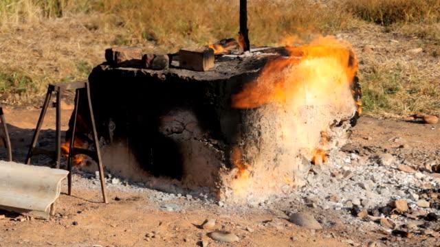 bir gaz alanı ormandaki ateş - bunsen beki stok videoları ve detay görüntü çekimi