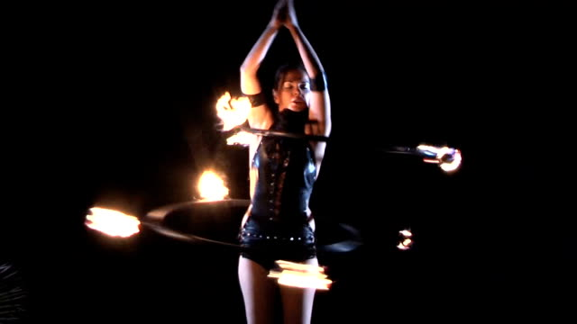 fire performer. fire dance. - circus стоковые видео и кадры b-roll
