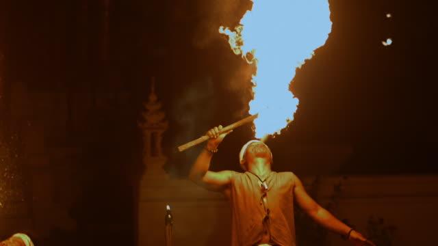 stockvideo's en b-roll-footage met vuur performer - oost aziatische cultuur
