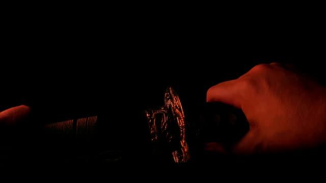 火在劍的不死中反射 - sword 個影片檔及 b 捲影像
