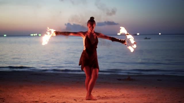 eldshow - nattliv bildbanksvideor och videomaterial från bakom kulisserna