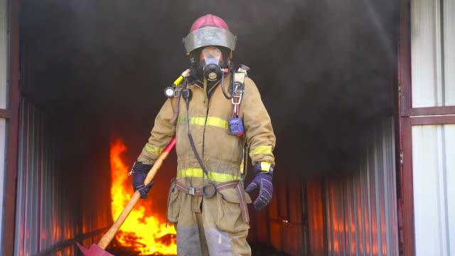 vídeos de stock e filmes b-roll de firefighter working. fire is raging. - super baby