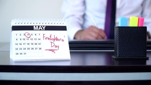 brandmän dag - speciella dagar - calendar workout bildbanksvideor och videomaterial från bakom kulisserna