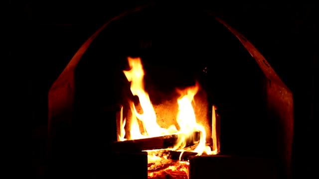 vídeos de stock e filmes b-roll de lareira - burned oven