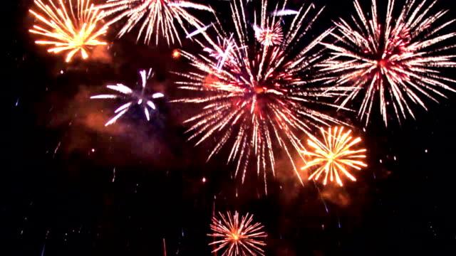 vídeos y material grabado en eventos de stock de fuegos artificiales, en bucle, cámara lenta - july 4th