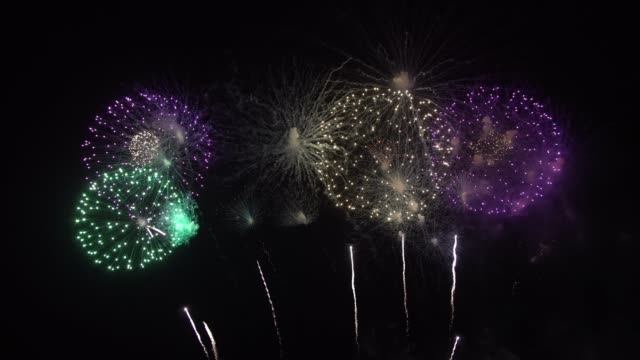 firework display - happy 4th of july filmów i materiałów b-roll