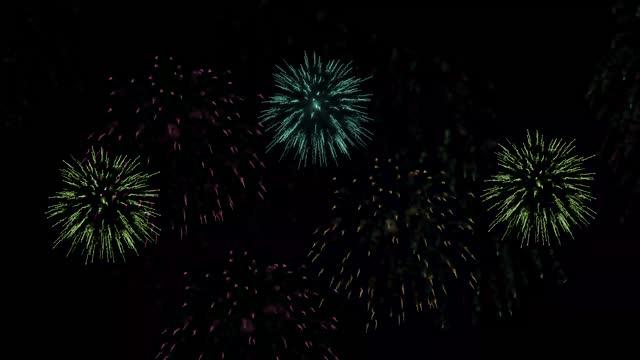фейерверк на черном - fireworks стоковые видео и кадры b-roll