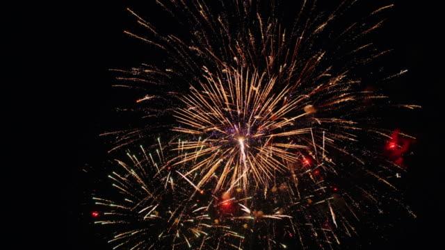 vídeos y material grabado en eventos de stock de fuegos artificiales - happy 4th of july