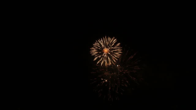 фейерверк - fireworks стоковые видео и кадры b-roll
