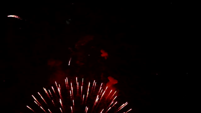 vídeos y material grabado en eventos de stock de fuego artificial - sparks
