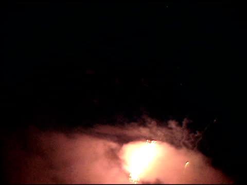 feuerwerk in der nacht 7 - kürzer als 10 sekunden stock-videos und b-roll-filmmaterial