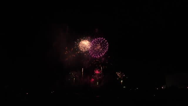 沖縄の花火大会 - 花火点の映像素材/bロール