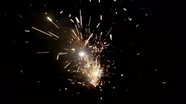 fyrverkerier på nyårsafton - star pattern bildbanksvideor och videomaterial från bakom kulisserna