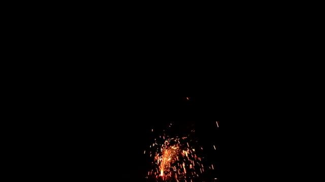 vídeos y material grabado en eventos de stock de espectáculo de fuegos artificiales, compuesto digital - sparks
