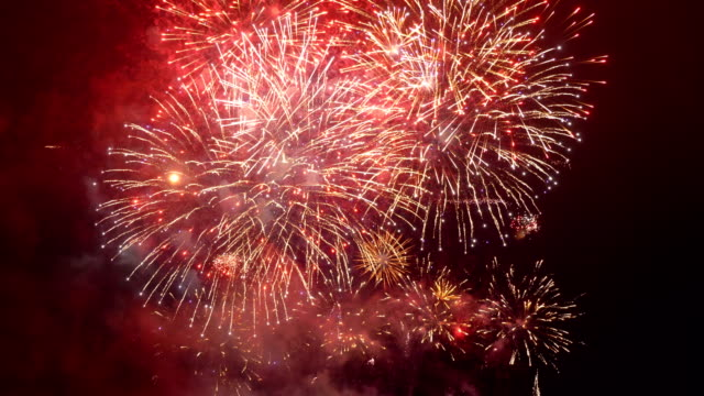 fireworks show in 4k slow motion - petardo video stock e b–roll