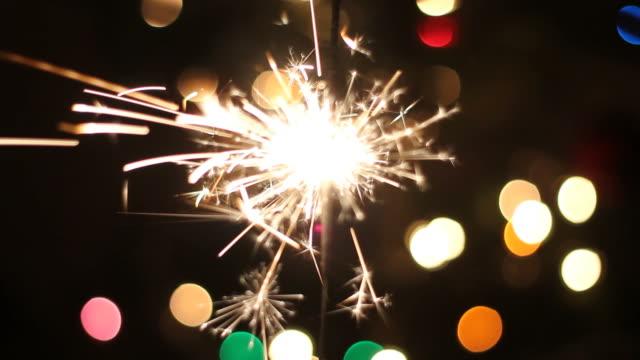 fuochi d'artificio - full hd format video stock e b–roll
