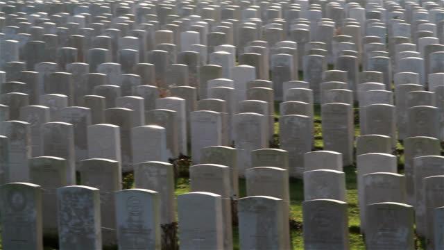 vidéos et rushes de lieux de la première guerre mondiale de mémoire: cimetière militaire britannique - première guerre mondiale