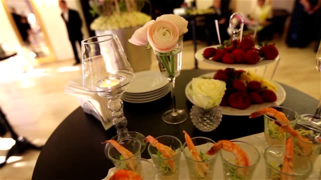 Fish snacks, wedding decoration, strawberry, wedding decoration, shrimps video