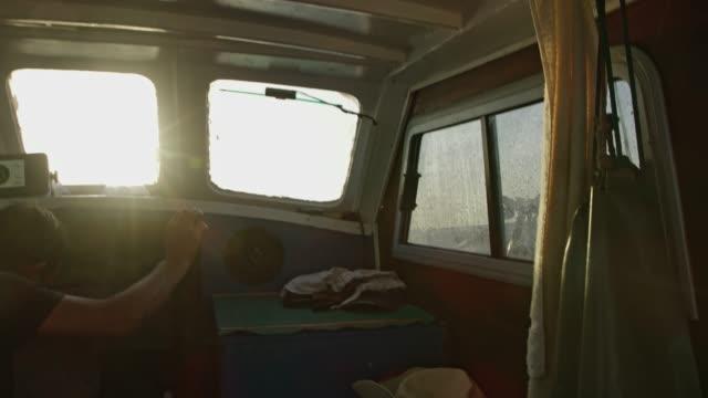 ms fisherman in angeln boot kabine - roh stock-videos und b-roll-filmmaterial
