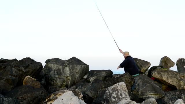 vídeos de stock e filmes b-roll de pescador lhe reserve isco - fishman