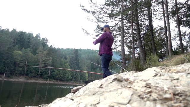fiskaren kastar fiske tacklingar - meta bildbanksvideor och videomaterial från bakom kulisserna