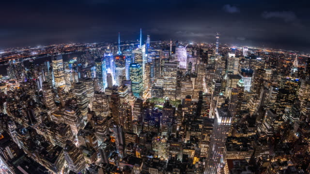 t/l ws ha zo fisheye view of midtown manhattan at night / new york city, usa - grandangolo tecnica fotografica video stock e b–roll