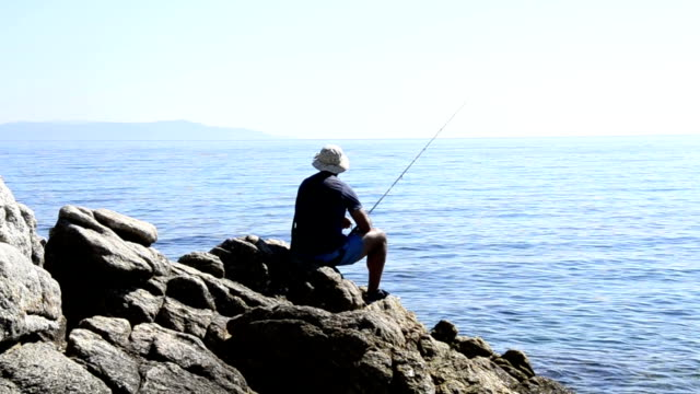 angeln im meer - angelhaken stock-videos und b-roll-filmmaterial