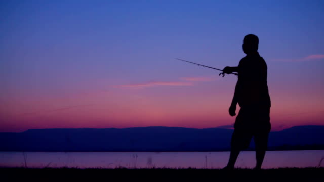 fishing at sunrise - bir orta yetişkin erkek sadece stok videoları ve detay görüntü çekimi