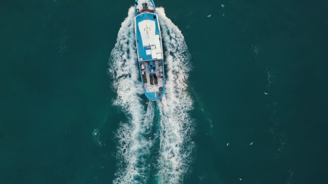 vídeos de stock e filmes b-roll de fishing boat aerial view in the middle of the sea - fishing boat