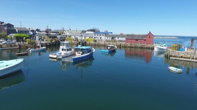 fiskebåt anländer i rockport harbor ma - massachusetts bildbanksvideor och videomaterial från bakom kulisserna
