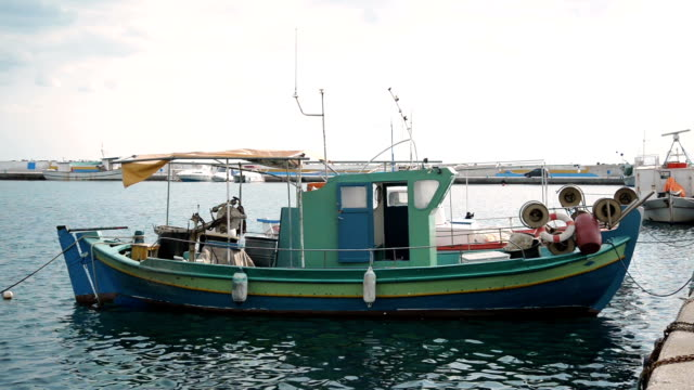 vídeos y material grabado en eventos de stock de pesca en bote.   - anclado