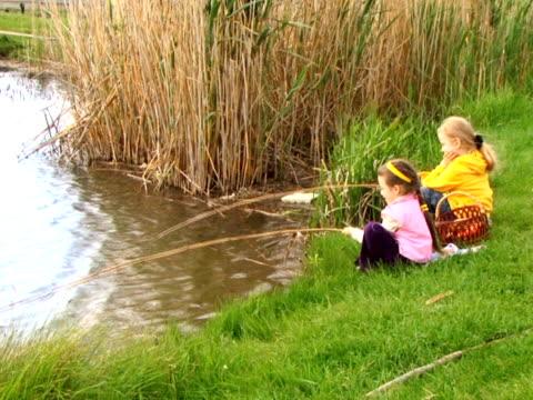 fishing girl - endast flickor bildbanksvideor och videomaterial från bakom kulisserna