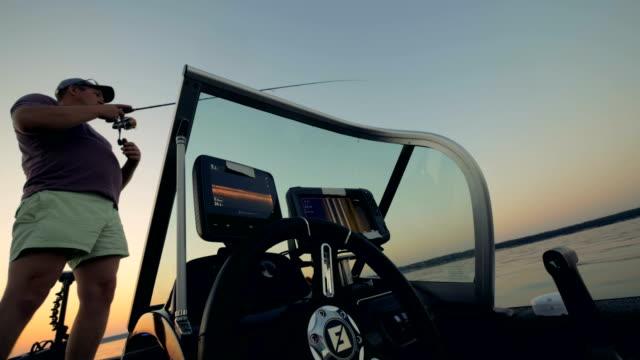 fiske man på en modern båt, botten vy. - meta bildbanksvideor och videomaterial från bakom kulisserna