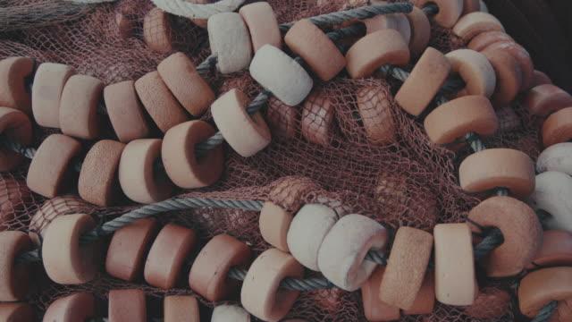 fischernetze im hafen von vigo, spanien, galicien - netzgewebe stock-videos und b-roll-filmmaterial