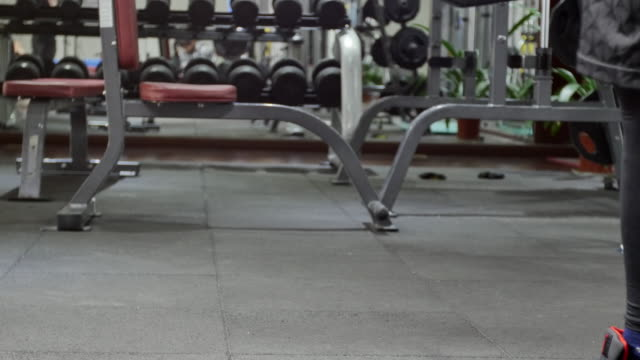 휘트니스 장비 현대식 운동시설 - 운동장비 스톡 비디오 및 b-롤 화면