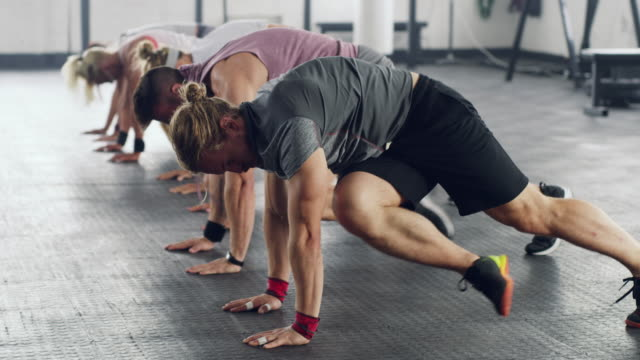 Fitness in sync 4k video of a group of people working out together at the gym group of people stock videos & royalty-free footage