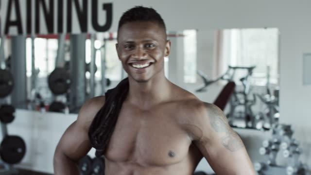 fitness man skrattar - gym skratt bildbanksvideor och videomaterial från bakom kulisserna