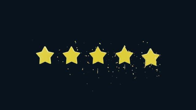 pięć gwiazdek ocena animacja kreskówka. niska poli prosta grafika 3d. gwiazdy z błyszczącymi cząstkami. niska poli prosta grafika 3d z kanałem alfa matowym - evaluation filmów i materiałów b-roll