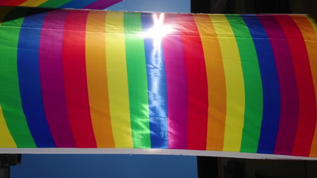 Bandera LGTBI en el barrio de chueca en Madrid - vídeo