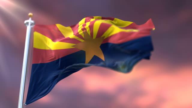 vidéos et rushes de drapeau de l'état de l'arizona, région des états-unis, agitant au coucher du soleil-boucle - alaska état américain