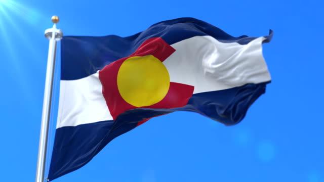 vidéos et rushes de drapeau de l'état du colorado, région des états-unis d'amérique - boucle - alaska état américain